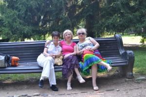 С бабушкой и мамой. И да, я похожа на дедушку и папу:)